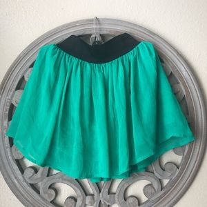 🍬 Cherokee green sheer skirt size 6/6x